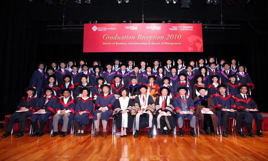 2010-1-graduation-2369_l_img_1843
